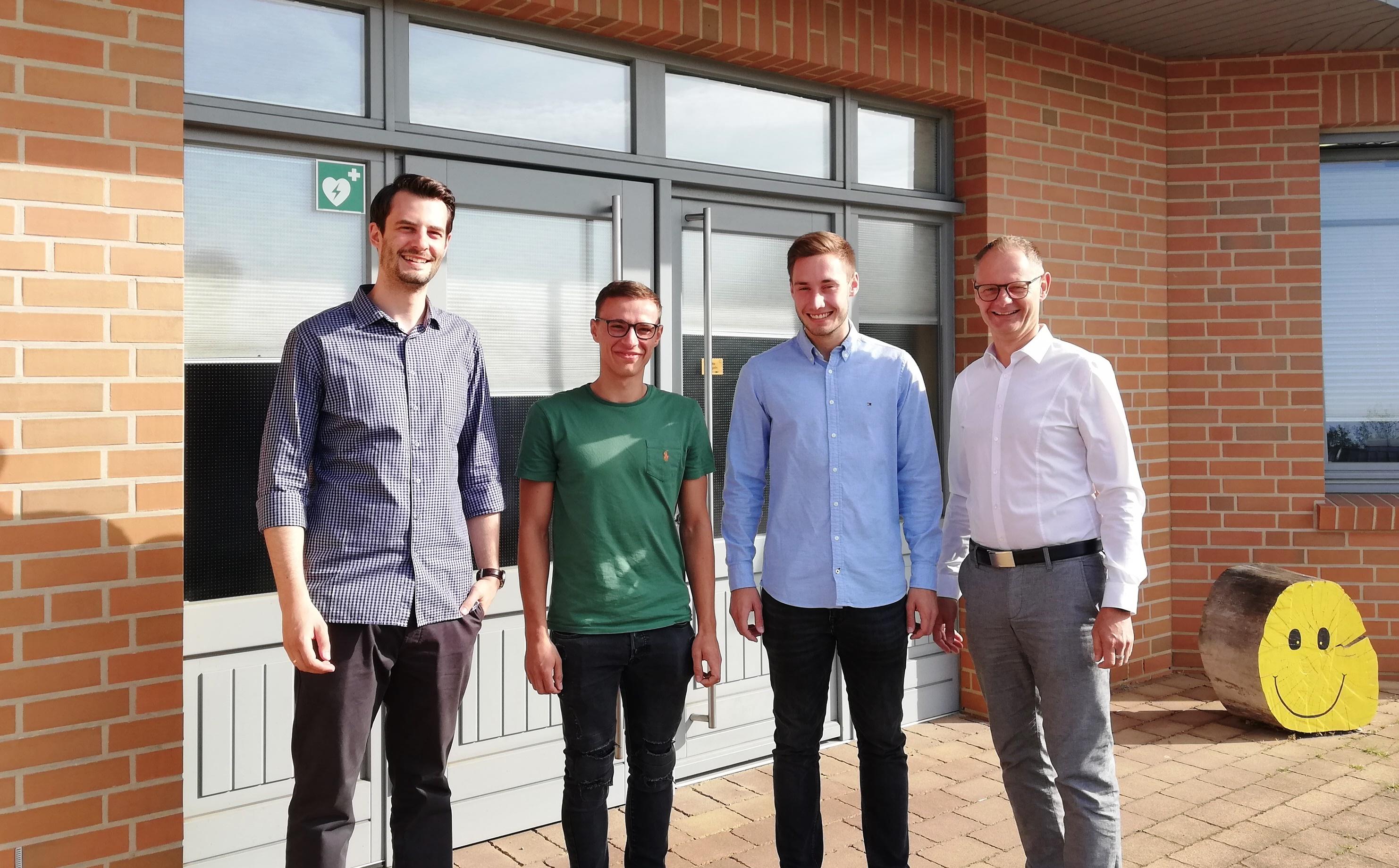 Neue Mitarbeiter werden im Team von NFT automates begrüßt